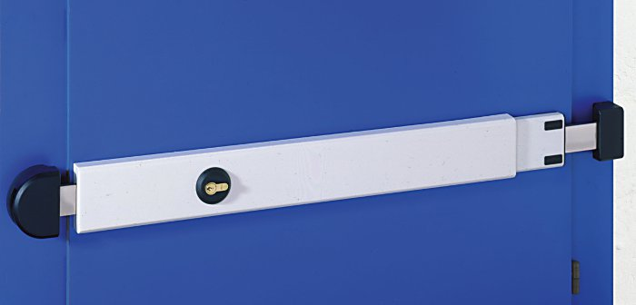 La Tranca regulable Viro se adapta a puertas de anchura entre 73 y 98 cm.