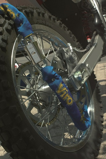 aplicación-en-moto-candado-con-cadena-Blocca-catena
